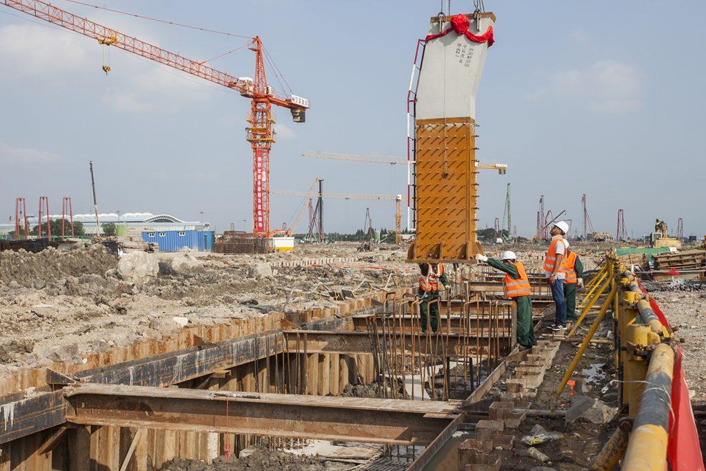 机场钢结构首吊15